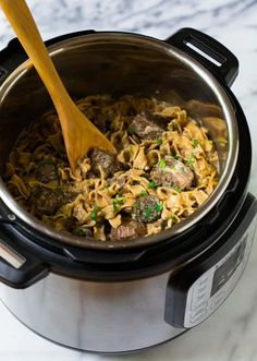An easy, healthy recipe for beef stroganoff in the Instant Pot - Insta Pot Recipes - Beef Beef Stroganoff Cream Cheese, Campbells Beef Stroganoff, Recipe For Beef Stroganoff, Mushroom Stroganoff, Mushroom Soup, Slow Cooker Beef, Pressure Cooker Recipes, Pressure Cooking, Beef Recipes