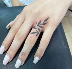 Hand And Finger Tattoos, Finger Tattoo For Women, Finger Tats, Couples Finger Tattoos, Small Tattoos On Hand, Womens Finger Tattoos, Wrist Hand Tattoo, Henna Finger Tattoo, Finger Tattoos Words