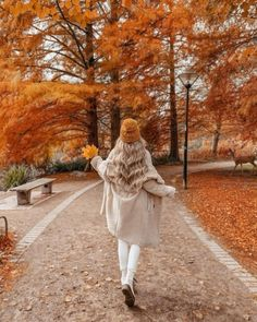 Autumn Photography, Girl Photography Poses, Fall Pictures, Fall Photos, Fall Photo Shoot Outfits, Autumn Instagram, Autumn Scenes, Autumn Cozy, Autumn Fall