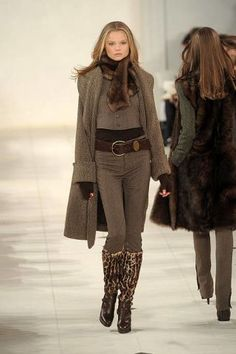 See the entire collection from the Ralph Lauren Fall 2010 Ready-To-Wear runway show.