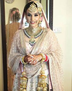 My super stunning Sabyasachi Mukherjee Official Bride Tavleen for her Anand karaj in Jalandhar Bridal Dupatta, Pakistani Bridal Makeup, Indian Bridal Outfits, Designer Bridal Lehenga, Pakistani Wedding Outfits, Indian Bridal Wear, Indian Wear, Indian Dresses, Sikh Wedding Dress