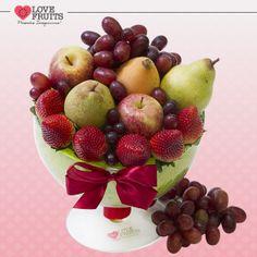 #Veneza Linda taça agrega nêspera, maçãs, peras, uvas e morangos. Um presente emocionante e inesquecível.  Ganhar flores é maravilhoso. Ganhar LOVEFRUITS é maravilhoso e delicioso! SURPREENDA! http://www.lovefruits.com.br/