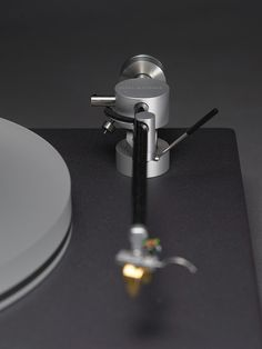 Holborne Swiss-made turntable & arm, designed by M. Müller.