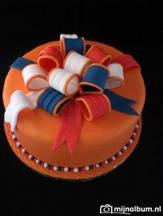 Koningsdag taart Kings Day Netherlands, Birthday Candles, Birthday Cake, Brownie Cheesecake, Cupcake Cakes, Cupcakes, Drip Cakes, Themed Cakes, Amazing Cakes