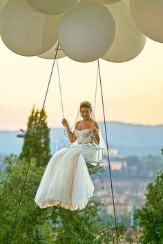 Love is in the air! Balloon Photo Ideas For Your Big Day ❤ Use balloons in wedding photo session, and we are sure that your photos will be gorgeous! See our gallery of balloon photo ideas to find your perfect shoot! See more: http://www.weddingforward.com/balloon-photo-ideas/ #weddings #photography