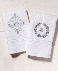 Sophisticated designs on elegant white terry cloth guest towels. Discover your favorite style at jacarandaliving.com #giftideas #bathroomelegance