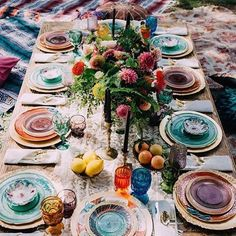 Wedding Food DIY - Vintage Inspire - GARDEN THEME - Bridal Shower (mismatch table setting) - Boho chic style is perfect for summer nuptials! Go outside, find a spectacular venue, tie the knot and have fun with your guests! A summer boho wedding . Tables Tableaux, Diy Vintage, Ideas Vintage, Wedding Vintage, Sweet Home, Jewel Tone Colors, Jewel Tones, Bold Colors, Boho Home