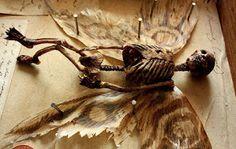 Des œuvres d'art macabres ont été retrouvées dans le sous-sol d'un orphelinat de Londres [Angleterre Artiste Collection Europe insolite Mort Royaume-Unis Squelette]