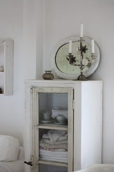 <3 Want this cabinet for my linen!!!