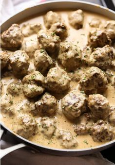 Swedish Meatballs are the best weeknight dinner! Made with a thick, creamy gravy and served over egg noodles, they're totally irresistible. #meatballs #cookiesandcups #swedishmeatballs #easydinner #meatballswithgravy