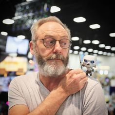 Liam Cunningham poses with a White Walker at #SDCC #comiccon #GoTSDCC