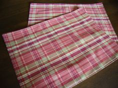 Video tutorial:  how to sew placemats   (one placemat takes 10 minutes)