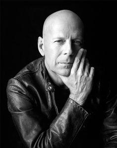 Bruce Willis, by Christian Witkin Portrait Photography Men, Photo Portrait, Photography Poses For Men, White Photography, Business Portrait, Bruce Willis, Celebridades Fashion, Celebrity Portraits, Male Portraits