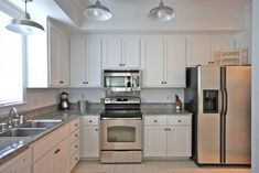 Even though most vacation home rentals are full of amenities, you may not have everything you need. Beyond towels and sheets, here's what else you should bring. Küchen Design, House Design, Builder Grade Kitchen, Kitchen Cabinets, Kitchens, Home Decor, Kitchen, Sun, Home