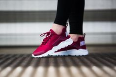 ADIDAS Women's Shoes - Sneakers femme - Nike Air Huarache Run red - Find deals and best selling products for adidas Shoes for Women Huarache Run, Zapatillas Nike Huarache, Nike Air Huarache Ultra, Adidas Shoes Women, Nike Women, Chaussettes Nike Elite, Cute Shoes, Me Too Shoes, Moda Masculina