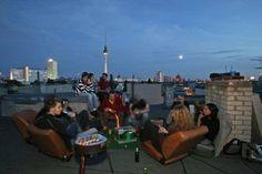 Berlin bei Nacht – für viele junge Menschen fängt der Tag jetzt erst so richtig an