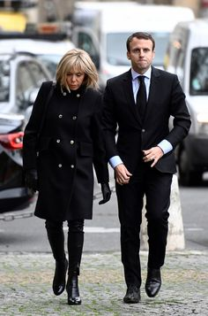Potential future First Lady of France Brigitte Macron, wife of Emmanuel Macron, is a bona fide style star. Here, we chart her best fashion moments as they happen. Style Couture, Couture Fashion, Sharp Dressed Man, Well Dressed, Emmanuel Macron Wife, French First Lady, Beaux Couples, Brigitte Macron, Style Parisienne