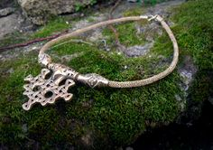 I made some viking knit lately. There is a brass necklace I made for my Hiddensee hammer ^^