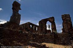 Ruins at Rua da Amargura ( Grief street ), Alcântara, Maranhão, Brazil. In the background can be seen the Palácio Negro ( Black Palace or Dark Palace )