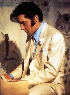 To think my friend, Sandi Miller, actually got to witness him playing gospel at the piano on an Easter weekend until the sun came up with only an aura around him and the sun that could only happen with Elvis
