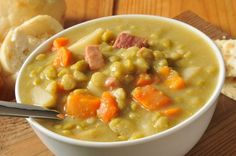 SLOW COOKER SPLIT PEA SOUP - Ingredients 1 pound dried green split peas, rinsed 1 meaty ham bone, 2 ham hocks or 2 cups diced ham 1 cup sliced baby carrots 1 cup chopped yellow onion 2 stalks celery plus leaves, chopped 2 cloves garlic, minced 1 bay … Ww Recipes, Slow Cooker Recipes, Crockpot Recipes, Soup Recipes, Cooking Recipes, Healthy Recipes, Family Recipes, Delicious Recipes, Skinny Recipes