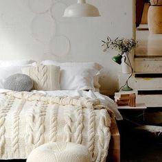 Perfect bedroom! http://lavenderandash.blogspot.com.au/2012/03/neat-knits-knitted-decor.html?m=1