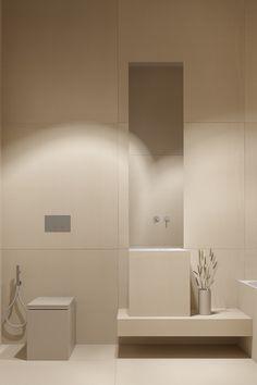 Дизайн интерьера маленькой минималистичной ванной комнаты, современный, ванная с туалетом, маленькая ванная, душевая кабина, с окном, лофт, дерево, мрамор, в хрущевке, без туалета, классика, джакузи, черно белая, серая, светлая, плитка, в серых тонах, с душем, скандинавский стиль, неоклассика Современный дизайн интерьера, лофт, скандинавский стиль, кухни, кафе, ванная комната, спальня, гостиная, салон, для дома, японский, спальня подростка, эксклюзивный дизайн, квартира, белый, французский стиль Bedroom Minimalist, Minimalist Bathroom Design, Minimal Bathroom, Minimalist Interior, Bathroom Interior Design, Modern Minimalist, Modern Bathroom, Small Bathroom, Bathroom Ideas