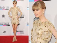 nov-12: Golden girls: dourado invade os looks das famosas em red carpets. Taylor Swift apostou 7 no vestido bordado Zuhair Murad para o American Music Awards 2012. Foto: Vogue.