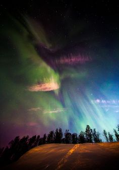 Aurora Borealis, Northern Lights one of the things to see next year All Nature, Science And Nature, Amazing Nature, Beautiful Sky, Beautiful World, Beautiful Places, Fuerza Natural, Northen Lights, To Infinity And Beyond