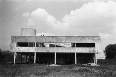 Rene Burri FRANCE. Ile-de-France region. Yvelines department. Town of Poissy. The Villa Savoye (1928-1931) designed by Swiss architect LE CORBUSIER. 1959. Image Reference PAR163122 (BUR1959009W00006/26A) © Rene Burri/Magnum Photos