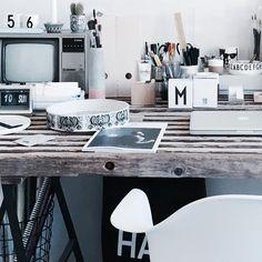 LØRDAG | jordbær til morgenmad, lillebror + kæreste (sødeste @frederikkelaura) er hjemme fra Odense og Sjælland hele weekenden, solskin, grillhygge med familien hjemme i haven. Resten af min lørdag skal bruges med Mads i Kolding (hjerte) Odense, Bruges, Office Desk, Instagram Posts, Furniture, Home Decor, Kolding, Desk Office, Decoration Home