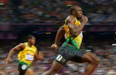 ロンドンオリンピックで200メートル走の決勝を走るボルト選手。