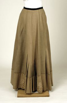 Suit (skirt) Raudnitz and Co. - Huet and Chéruit (French) Designer: Chéruit (French, 1906–1935) Date: ca. 1905 Culture: French Medium: wool, silk, cotton, linen Dimensions: (a) Length at CB: 15 in. (38.1 cm) (b) Length at CB: 38 1/2 in. (97.8 cm) Credit Line: Gift of Miss Margaret Stelle, 1950 Accession Number: C.I.50.116.1a, b
