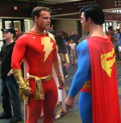 Captain Marvel and Superman Superman Cosplay, Supergirl Superman, Superhero Cosplay, Superman Man Of Steel, Marvel Cosplay, Batman And Superman, Captain Marvel Shazam, Marvel Vs, Cool Costumes