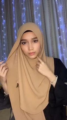 Square Hijab Tutorial, Simple Hijab Tutorial, Pashmina Hijab Tutorial, Hijab Style Tutorial, Modern Hijab Fashion, Street Hijab Fashion, Hijab Fashion Inspiration, Muslim Fashion, Fall Fashion