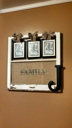 Broken window frame with family picture frames Old Window Projects, Home Projects, Home Crafts, Diy Home Decor, Diy Crafts, Deco Champetre, Broken Window, Old Windows, Vintage Windows
