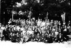 El blog de Aku Estebaranz es el resultado de veinte años de investigación sobre fotografía antigua, desde 1850 hasta 1980, cuyo objetivo es divulgar el patrimonio cultural de Valsaín, La Granja y Segovia y que sirva de disfrute para todos los amantes, aficionados e investigadores de estos lugares.