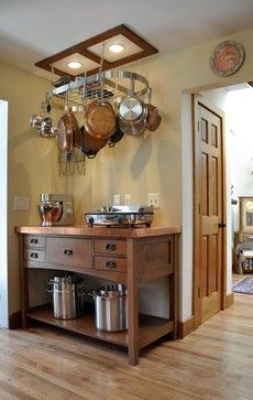 Eclectic Kitchen Renovation Ideas with Metal Hanger for Pans and Rustic Wooden Kitchen Table Kitchen Renovation in Economical Way: Pans Hung on Kithen Design Ideas Pot Rack Hanging, Hanging Pots, Diy Hanging, Wooden Kitchen Cabinets, Small Kitchen Appliances, Copper Appliances, Kitchen Worktops, Small Kitchens, Kitchen Island