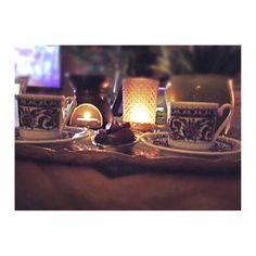 Türkischer Kaffee und Datteln