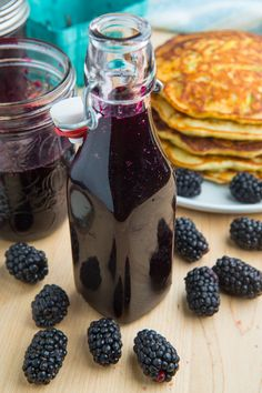 Blackberry Syrup Recipe : A quick and easy blackberry simple syrup that is perfect for everything from smothering pancakes to using in drinks like blackberry limeade! Blackberry Syrup Recipes, Blackberry Sauce, Salsa Dulce, Homemade Syrup, Marinade Sauce, Dessert Sauces, Potluck Desserts, Sweet Sauce, Canning Recipes