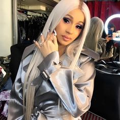 5 Beautiful Hairstyles From Cardi B and Nicki Minaj Cardi B Photos, Snapchat, B Fashion, Fashion Group, Mtv Videos, Iconic Women, Nicki Minaj, Selfie, Swagg