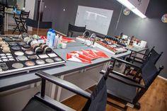 Sala noastra de make-up este dotata cu produse profesionale de inalta calitate.