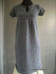 Størrelse: S - M - L - XL - XXL - XXXLMaterialer: DROPS Alpaca og Silke-Tweed fra Garnstudio.Den viste model er strikket i str. small og der er anvendt ca. 250 gr. af Alparca og 250 gr. Silke-Tweed. Den oprindelig opskrift kommer fra Garnstudio, men er lavet om, så den er strikket på rundpind, er strikket med andet garn, og er strikket længere. Se evt. http://www.garnstudio.com/lang/dk/visoppskrift.php?d_nr=110&d_id=32〈=dk DROPS Rundp nr 4½ + 5 (80 cm). Strikkefasthed: 17 m x 22 p glatstrik