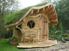 Chalezinho com telhado de grama                              …