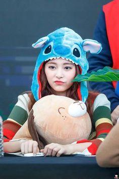Twice-Tzuyu 171126 Starfield Goyong Fansign Nayeon, Most Beautiful Faces, Beautiful Asian Girls, Tzuyu And Sana, Taiwan, Twice Once, Bias Kpop, Cute Dragons, Tzuyu Twice