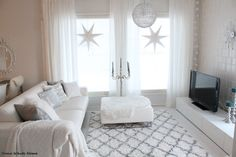 can anyone tell me where to purchase the beautiful area rug that's white with black lines through it White Houses, Xmas Decorations, Area Rugs, Sweet Home, Layering, Beautiful, Bedding, Silver, Christmas