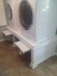 Oh this is awesome! A place to put a laundry basket while you empty the machine..