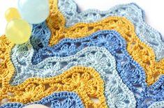 Zikzak bebek battaniyesinin her modelini yapıyoruz. Şimdi sizlere çiçekli zikzak bebek battaniyesi yapımını anlatacağım. Çok şık bir model. Örgü tek kişili