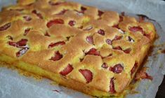 Pastry with yoghurt and strawberries / Yogurt and fruit cake Fruit Recipes, Baking Recipes, Cake Recipes, Dessert Recipes, Raspberry Cake, Romanian Food, No Cook Desserts, Bakery, Deserts