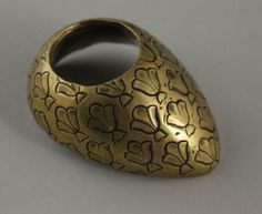 A brass archer's thumb ring, Northern India, 19th century - Indian, Himalayan and South-East Asian Art 3-9 November 2011 - Auction Atrium